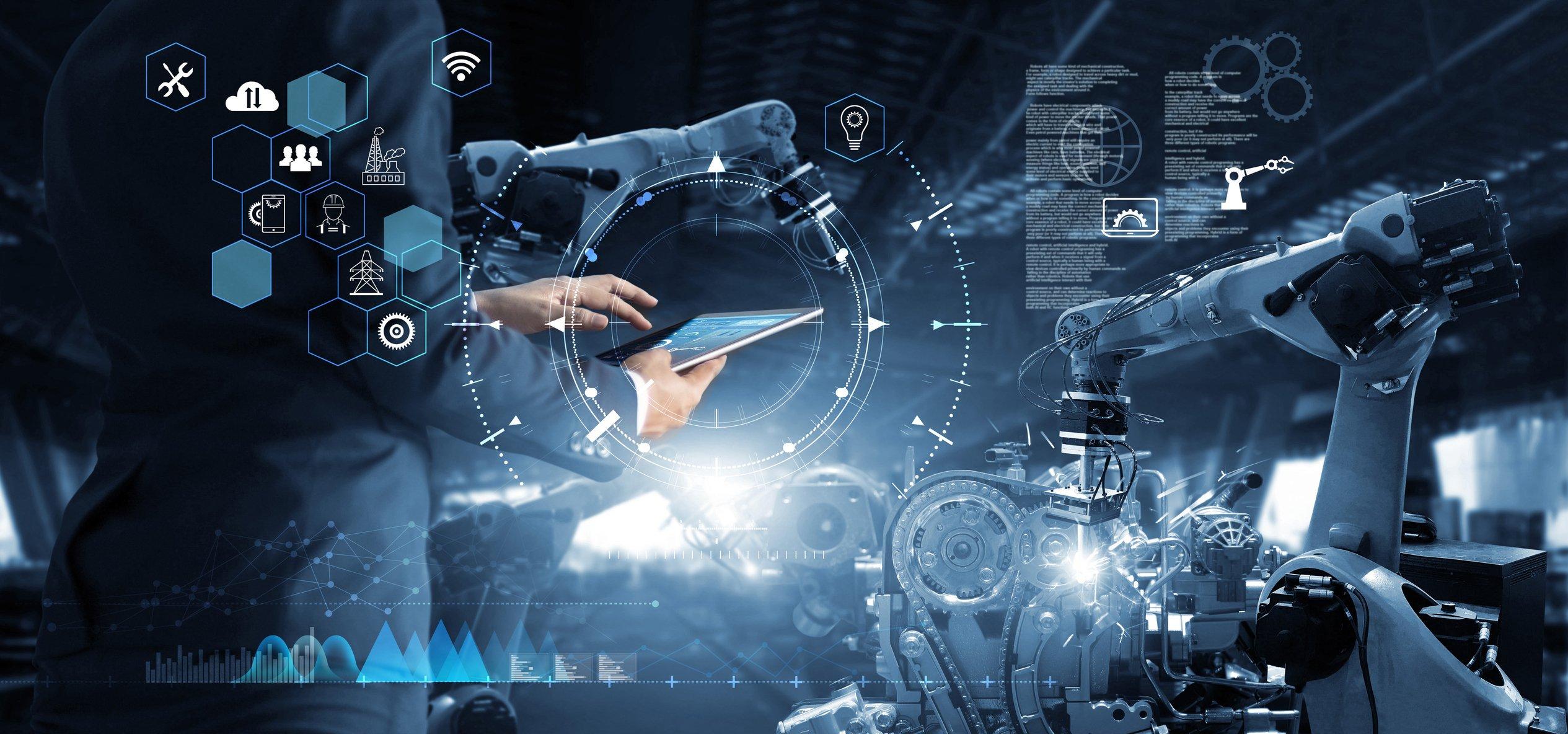 Ingegnere che lavora e controlla la robotica con software di sistema di monitoraggio sul tablet. Icona connessione di rete e industria. AI, intelligenza artificiale, braccio robotico di automazione